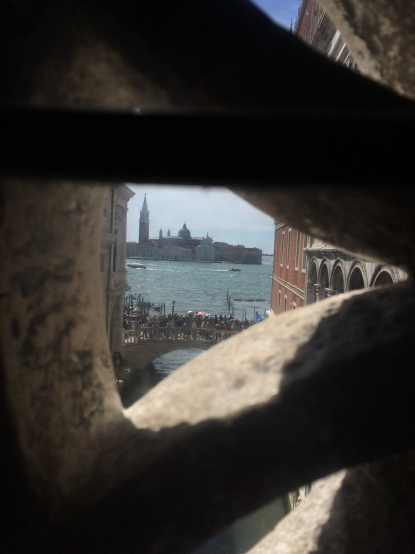 venice-doges-palace-bridge-of-sighs