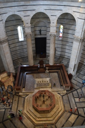Baptistry_pisa_italy_baptismal_font