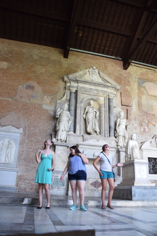 Camposanto_pisa_italy_statues