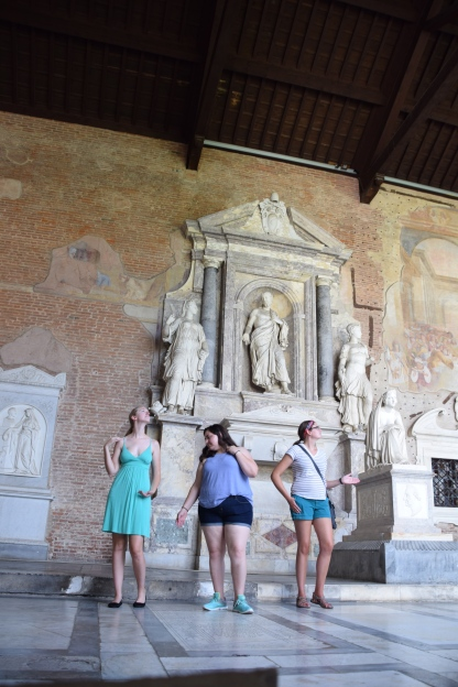 Camposanto_pisa_italy_statues