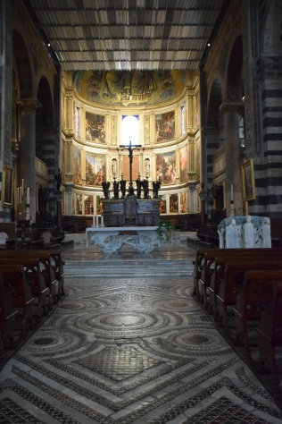 Cathedral_pisa_italy_interior