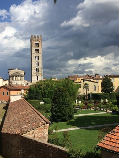 Lucca_Italy_bike_riding_view