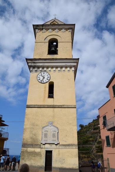 Cinque_terre_italy_manarola_clock