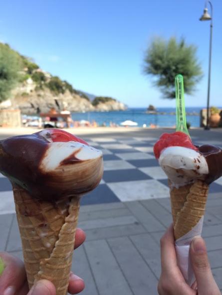 Cinque_terre_italy_monterosso_gelato
