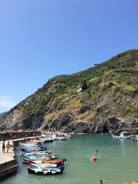 Cinque_terre_italy_vernazza_waterfront_kayak
