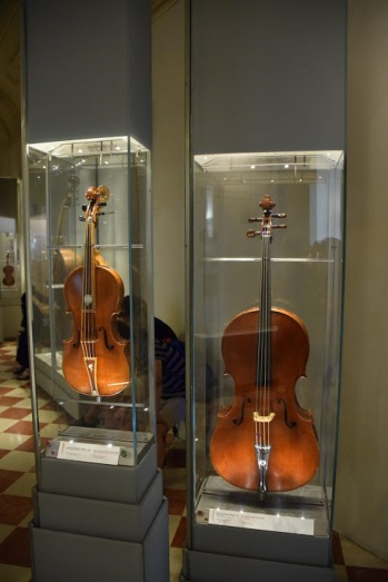 Florence_Italy_galleria_dell_academia_museum_musical_instruments