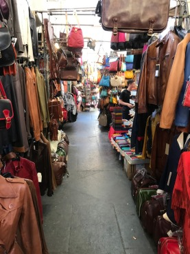 Florence_Italy_mercato_del_porcellino_stalls