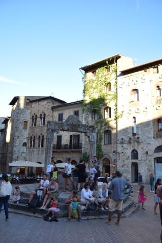 San_Gimignano_italy_Piazza_della_Cisterna