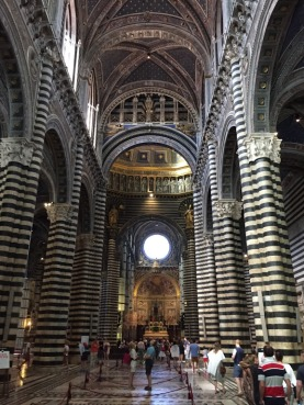 Siena_Italy_Duomo_interior_ground_level