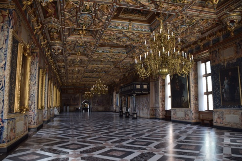 Hillerod_Day_trip_from_copenhagen_denmark_Frederiksborg_castle_great_hall