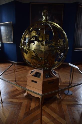 Hillerod_Day_trip_from_copenhagen_denmark_Frederiksborg_castle_musical_globe