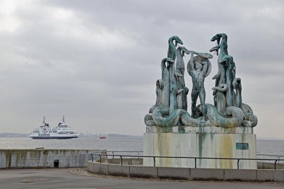 Denmark_helsinger_hercules_statue_kronborg_castle