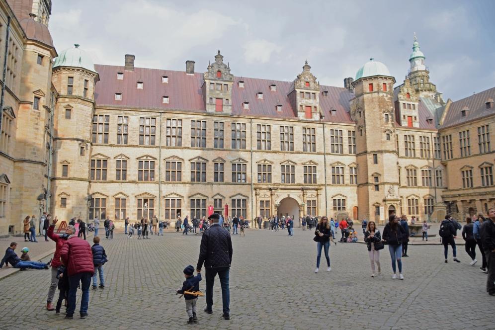 Kronborg_Castle_Helsinger_Denmark_exterior_courtyard