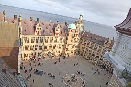 Kronborg_Castle_Helsinger_Denmark_exterior_courtyard_canon_tower