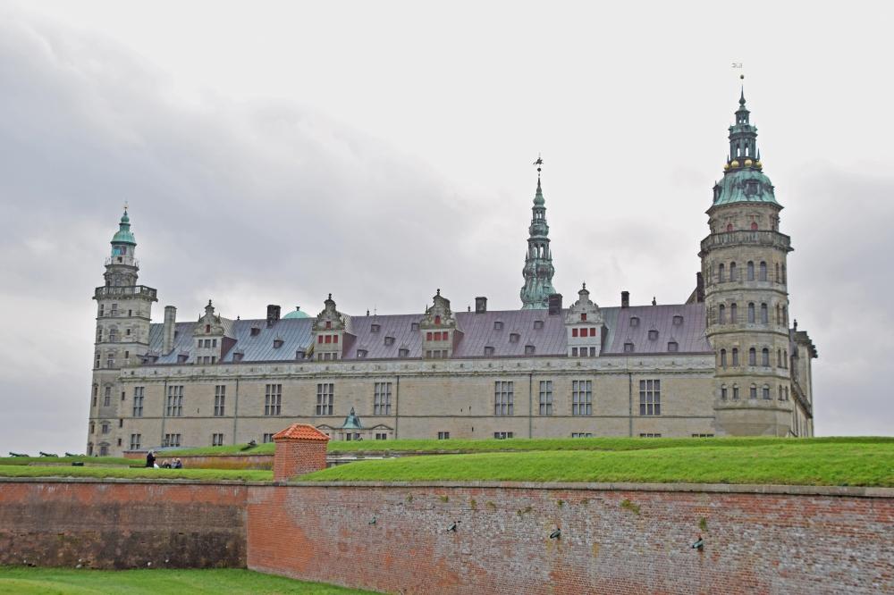 Kronborg_Castle_Helsinger_Denmark_exterior_Day_trip_from_copenhagen