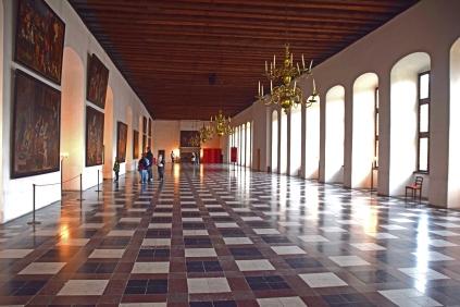 Kronborg_Castle_Helsinger_Denmark_interior_banquet_hall