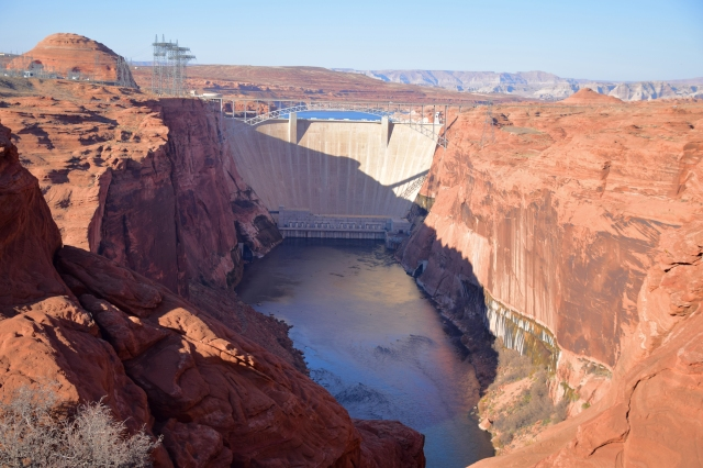 Glen_Canyon_dam_page_arizona_usa