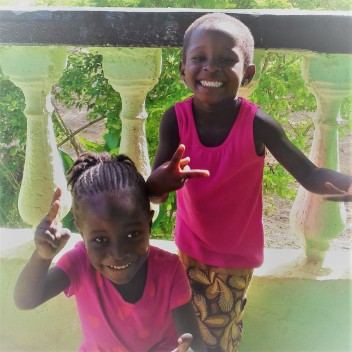 Liberia_girls_on_the_porch_pink