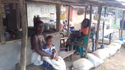 Liberia_sitting_at_teashop